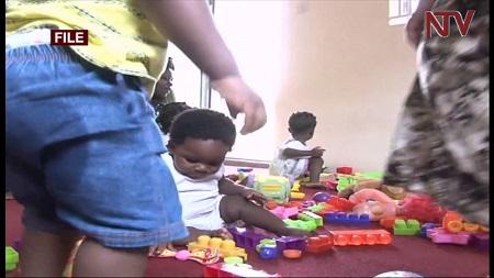 علت بی اختیاری ادرار روزانه در کودکان چیست؟